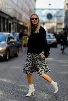 Choose-graphic-printed-skirt-style-your-favorite